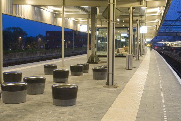 Nederland, Leiden, 20100524. Vernieuwd perron op Leiden Centraal